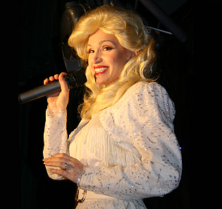 Lynnette as DollyParton